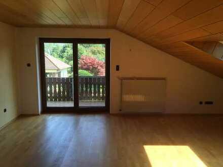 4-Zimmer-Dachgeschosswohnung mit Balkon und Einbauküche in Ellgau