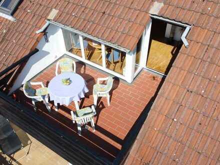 Großzügige DG-Wohnung mit hohen Räumen, Dachterrasse und Einzelgarage in ruhiger Feldrandlage