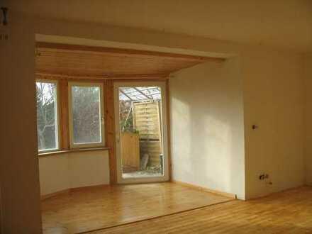 Sonniges Zimmer mit Terrasse, eigenem Bad, Garderobe und Kochgelegenheit, Nichtraucher,