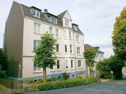 * MODERNISIERTE 3-4-Zi-Wohnung in GEPFLEGTEM Haus mit stilvollen ALTBAU-FLAIR !