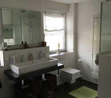 Geräumige , helle Wohnung mit drei Zimmern zur Miete in Hanau