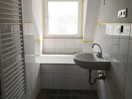 RENOVIERTE 2-Zimmer-Wohnung | 45 m² | Wannenbad mit Fenster