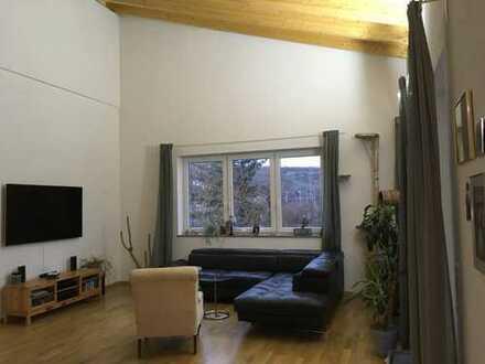 Neuwertige Loft-Wohnung mit drei Zimmern sowie Balkon und Einbauküche in Würzburg