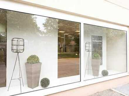 Ausstellungsfläche mit werbewirksamer Schaufensterfront und großzügiges Wohnen inklusive