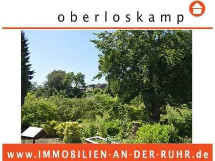 Sonniges Grundstück in grüner und ruhiger Wohnlage (mit Altbestand)