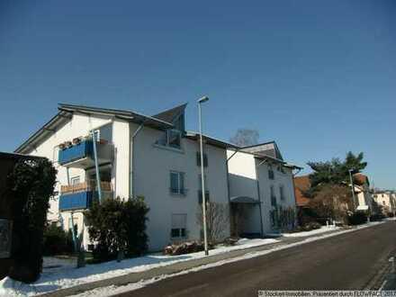 Attraktive 4-Zimmer-Wohnung, mit 2 Balkonen, EBK, Gäste-WC, Abstellraum und 2 TG-Stellplätzen