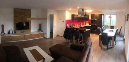 Exklusive, geräumige und neuwertige 3-Zimmer-EG-Wohnung mit Terrasse