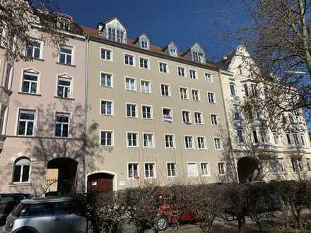 KNIPFER`S IMMOBILIENSCHÄTZE - City-Wohnung gegenüber City-Galerie in gepflegtem Zustand!
