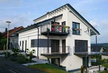 Exklusive Dachgeschosswohnung, neuwertig, Nähe Forchheim, provisionsfrei!