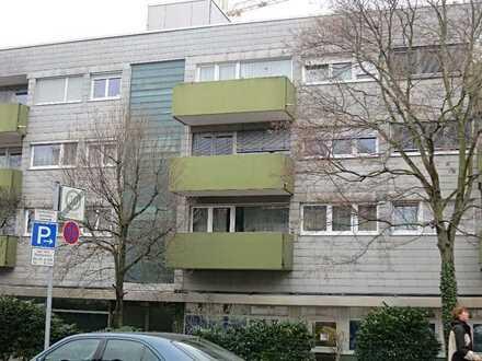 Schöne 3-Zimmer-Wohnung mit Balkon und Einbauküche in verkehrsgünstiger Lage