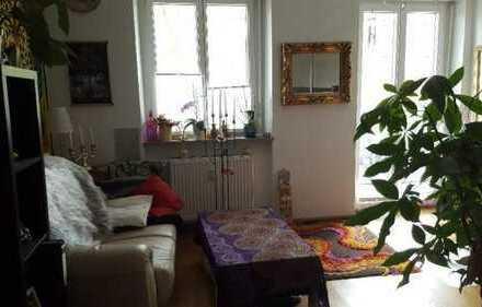 Schönes großes Zimmer in 5er WG (148m2 Wohnung) in Landau zu vermieten.