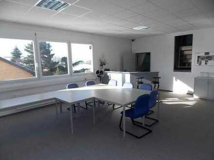 Großzügige und freundliche Büroräumlichkeiten im Gewerbegebiet