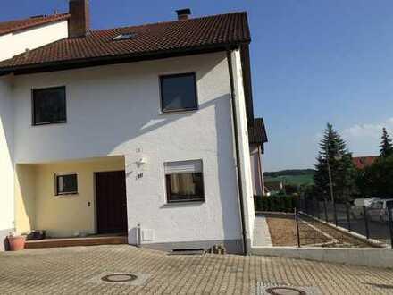 Schönes Reiheneckhaus mit 10 - Zimmern in Wolnzach - Lkrs. Pfaffenhofen an der Ilm