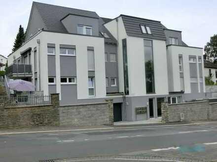 Exklusive - Helle Penthouse-Wohnung in komfortabler Ausführung mit Balkon und Dachterrasse