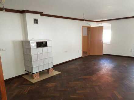 Erstbezug nach Sanierung: preiswerte, geräumige 3-Zimmer-Wohnung mit Einbauküche in Reimlingen