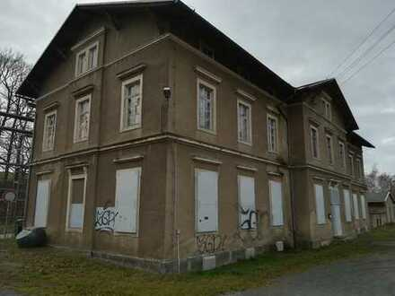 900 m² sanierungsbedürftiges Wohn- und Geschäftshaus mit Nebengelass - Für Handwerker geeignet