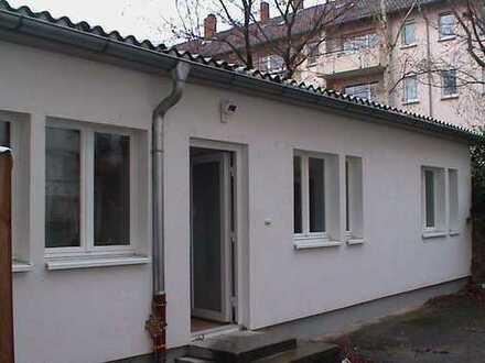 3 Zimmer-Pärchenwohnung, in einem eigenen Hinterhaus nahe OEG Bahnhof, provisionsfrei
