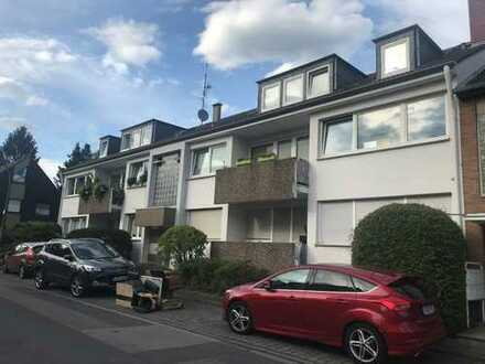 Geräumig und verkehrsgünstig gelegen - 3-Zi.-Wohnung Dachgeschoß in Köln