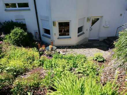 Schöne, geräumige und vollständig renovierte 1-Zimmer-Wohnung mit EBK und Terrasse in Achstetten