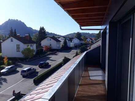 Erstbezug nach Sanierung: attraktive 2,5-Zimmer-Dachgeschosswohnung mit EBK und Balkon in Singen