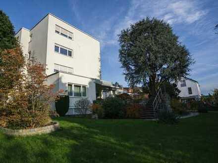 Skylineblick in der obersten Etage +++ gemütliche Wohnung in Kalbach +++