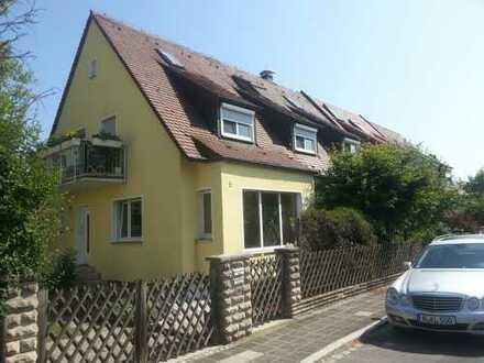 Sanierte 4-Raum-DG-Wohnung mit Balkon in Nürnberg-Nord