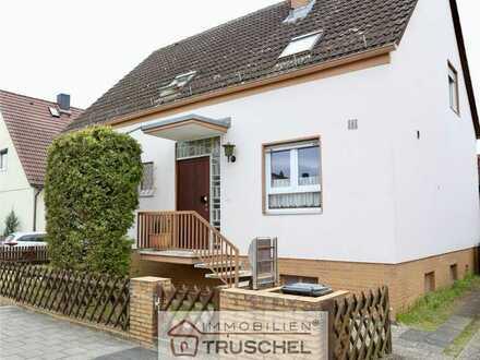 Freistehendes Einfamilienhaus mit 6 Zimmern, Garage, Terrasse und Garten