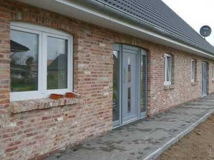 Terrassenwohnung mit 3 Zimmern (Neubau) in Tönning zu vermieten. (WG links)
