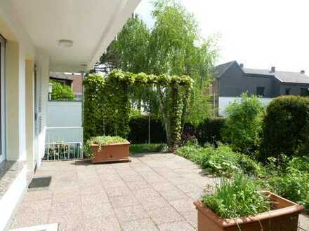 Schöne Doppelhaushälfte für bis zu 4 Personen. 4 Zimmerhaus mit Garten und Garage