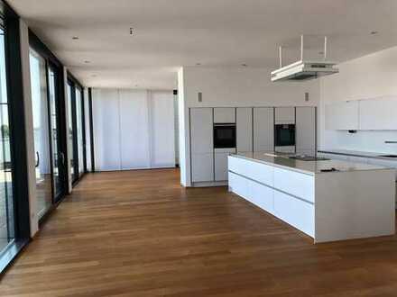 Sofort frei - Traumhafte Penthouse-Wohnung mit Luxus-Einbauküche und zwei großen Dachterrassen