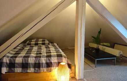 Dachzimmer in Villa mit Gartennutzung und Pool, nahe S-Bahn und Bus, in CrossFit Box