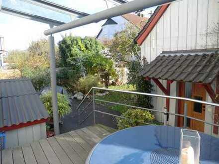 schönes, möbeliertes & helles Zimmer mit großer Wohnküche, Garten & Terrasse