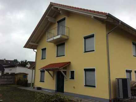 Schöne, geräumige Massivholz DHH mit 5 Zimmern und Wohnküche in München (Kreis), Brunnthal