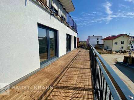 Neubau-Erstbezug: helle 3-Zimmer-Wohnung mit hochwertiger Einbauküche und Süd-Balkon