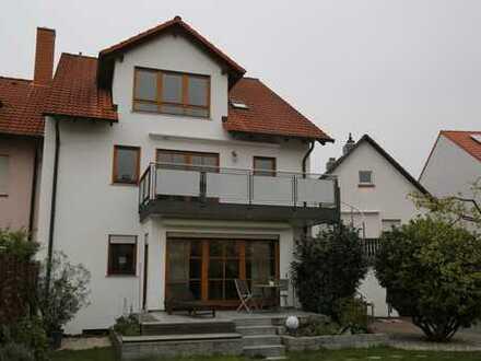 Vollständig renovierte 4-Zimmer-Wohnung mit Balkon und EBK in Aschaffenburg-Schweinheim
