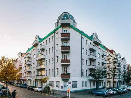 Dachgeschosswohnung mit Einbauküche und Terrasse mit 2 Zimmern