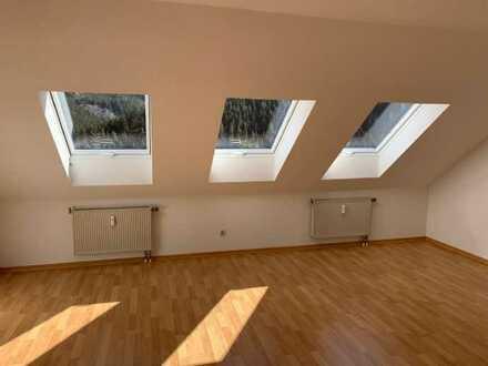 Wohnen im Grünen-sehr schöne 3-Raum-Dachgeschosswohnung in Unterweißbach / Neuleibis