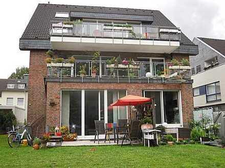Sehr schöne Erdgeschoss-/Souterrainwohnung (2 Zimmer) mit Terrasse in bester, ruhiger Lage!