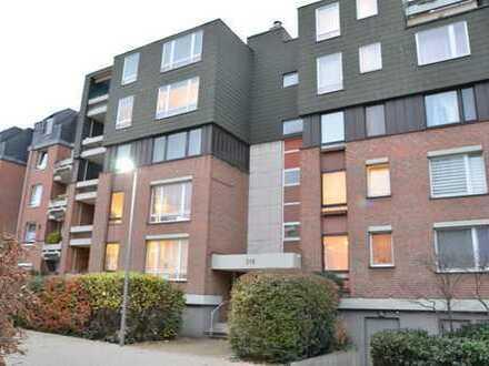Stilvolle, geräumige und modernisierte 2-Zimmer-Wohnung mit Balkon und EBK in Köln-Niehl