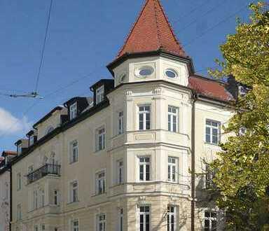 Wohnen am Kaiserplatz - renovierte 5-Zimmer-Altbauwohnung