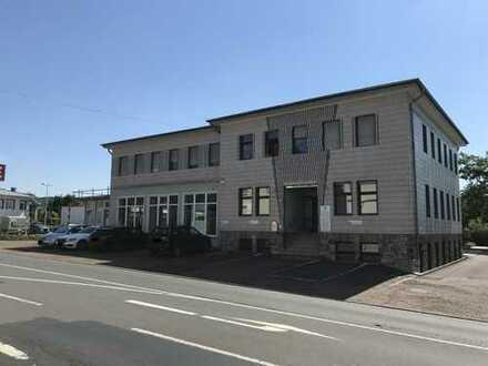 Attraktives Einzelhandels-/Bürogebäude in zentraler Fachmarktlage, direkt vom Eigentümer