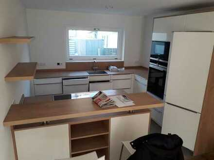 Neuwertiges 5-Zimmer-Reihenhaus mit Einbauküche in Süd, Rosenheim