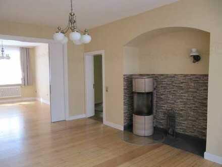 Schönes Haus, auch als Praxis mit Wohnung planbar.