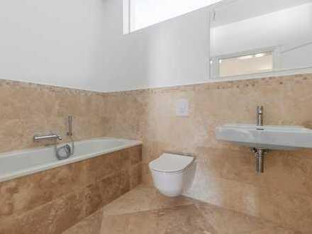 ERSTBEZUG/NEUBAU! Sonnige 3-Zimmer-Wohnung mit Einbauküche, Bad en suite und 200 m² Garten