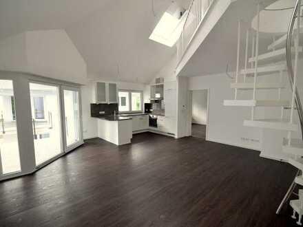Traumhafte Wohnung mit hohen Räumen, offener Galerie und Süd-West-Balkon in guter Lage! NEUwertig!