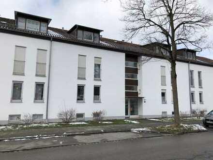 Stilvolle, sonnige, renovierte 2-Zimmer-Dachgeschosswohnung mit Balkon in Poing