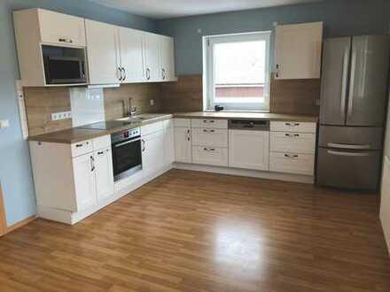 Neuwertige 3-Zimmer-Wohnung mit Balkon und Einbauküche in Straßkirchen