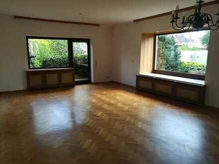 Großes Haus, 5 Zimmern, großer Garten, Garage und Keller in Bremen, Sebaldsbrück