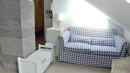 Großzügige DG-Wohnung vollmöbliert mit offener Küche und 70 qm Dachterrasse in Heßdorf