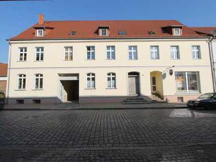 Altlandsberg Stadtkern, schöner sanierter Altbau, Hell und gepflegt mit Luxus - Einbauküche
